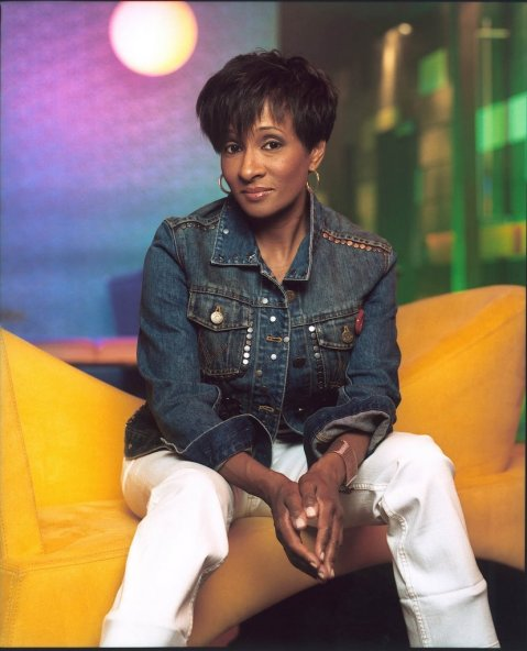 wanda_sykes_sitting_not_smiling-723056